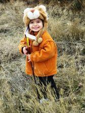 Little Koosha keeping arrows for the contestants.